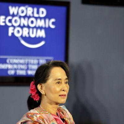 Aung San Suu Kyi talade vid World Economic Forum i Burma