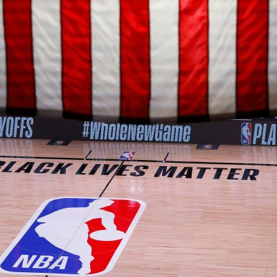 NBA:n pudotuspelejä pelataan kuplassa Orlandossa. Kenttä ammotti tyhjyyttään, kun Milwaukeee Bucks päätti boikotoida peliä Orlando Magicia vastaan