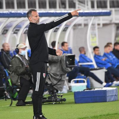 I september ledde Ryan Giggs sitt Wales till en 1–0-seger mot Finland på Olympiastadion i Helsingfors.