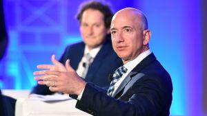 Jeff Bezos på konferens i Turin.