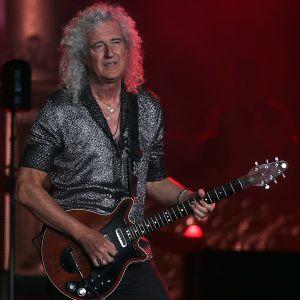 Brian May i Queen spelar gitarr på Optus stadium i Perth, Australien 23.2.2020.