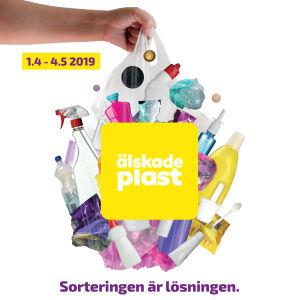 I love muovi - lajittelu on ratkaisu. Ruotsinkielinen juliste, julisteessa muovikassi ja muoviesineitä.
