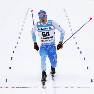 Iivo Niskanen vinner guld på 15 kilometer i Lahtis 2017.