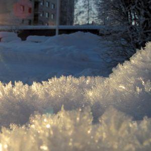 Vintersol och snökristaller.