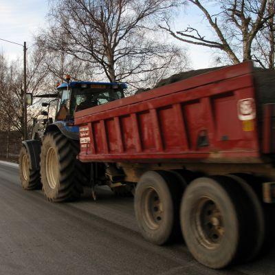 Traktor i Övermark.