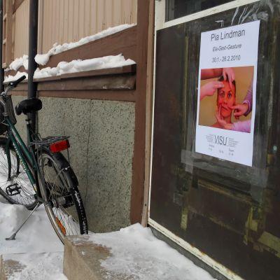 Pia Lindmans ställer ut på VISU galleriet i Karleby.