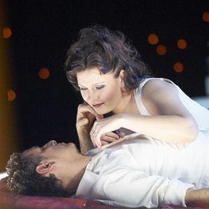 Juan Diego Flórez (Romeo) ja Marina Rebeka (Julia)
