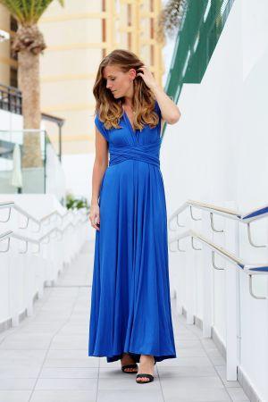 Vegas sommarpratare 2019 Elin Sandholm i blå klänning poserar i södern.