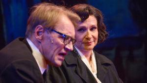 Ilkka Heiskanen och Teija Auvinen i Sara ja Erik på Tampereen Työväen Teatteri.