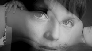pojan kasvot ja naisen vartalo