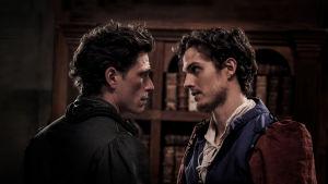 Francesco de Pazzi (Matteo Martari) ja Lorenzo de Medici (Daniel Sharman) ottavat tiukan katsekontaktin sarjassa Medicit, Firenzen valtiaat