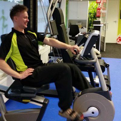 Fysioterapeutti Jani Huotarin mukaan liikkumisen aktivointi on osa fysioterapeutin työtä yhä enemmän.