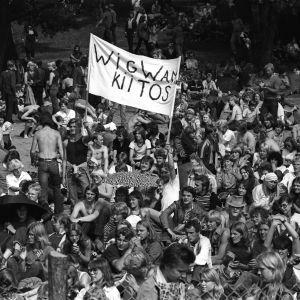 Wigwamin yleisöä Ruisrockissa.