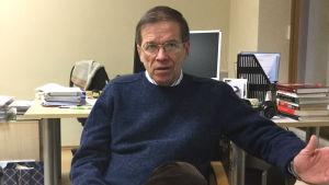 Kestutis Girnius, expert på politisk teori och nationalism vid Institutionen för internationella relationer och statskunskap vid Vilnius universitet.