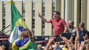 Brasliens president Jair Bolsonaro motsätter sig nedstängning och karantän.