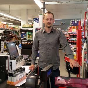 Michael Sivaro, köpman vid Lappböle bybutik