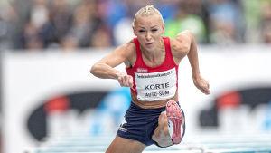Annimari Korte löper häck 2019.