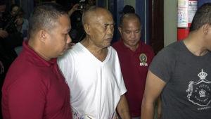 Cayamora Maute (i vit t-shirt), far till ledarna för jihadisgruppen Maute greps i Davao onsdagen 7.6.