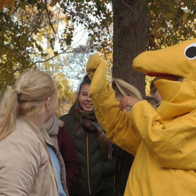 elev utklädd till drakformat spårkmonster