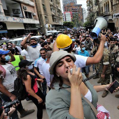 Mielenosoituksia Beirutissa räjähdyksen jälkeen