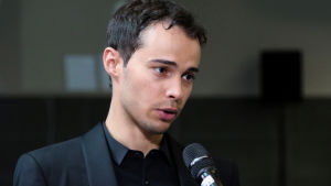 Enrique Lapaz Lombardo haastattelussa esityksen jälkeen.