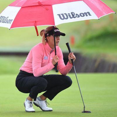 Sanna Nuutinen golfin Britannian avoimen turnauksen kolmantena päivänä.