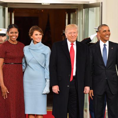 Michelle Obama, Melania Trump, Donald Trump och Barack Obama utanför Vita huset.