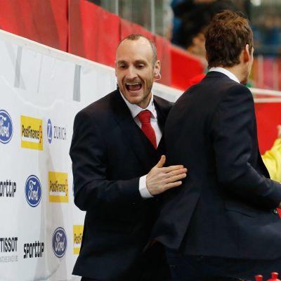 Christian Wohlwend är ishockeytränare.
