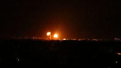 Explosioner lyste upp natthimlen också över Khan Yunis på södra Gazaremsan.