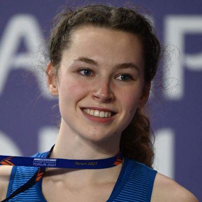 Ella Junnila med sitt EM-brons.