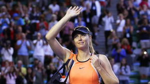 Maria Sjarapova vinkar åt publiken.