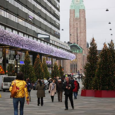 Julbelysningen i Helsingfors centrum.