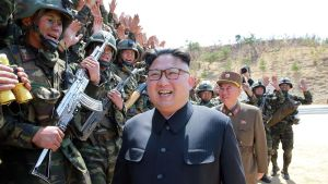 Den nordkoreanske ledaren Kim Jong Un besökte trupper på fredagen.
