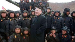 Nordkoreas ledare Kim Jong-un inspekterade trupper tidigare i april.