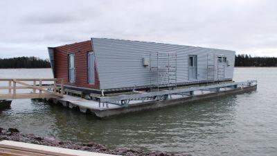Den flytande sjöbevakningssationen vid Emsalö bro i Borgå