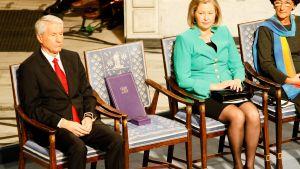Då Nobels fredspris delades ut i december 2010 representerades Liu Xiaobo av en tom stol.