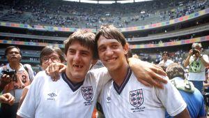 Gary Lineker och Peter Beardsley håller om varandra på stadion