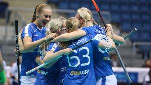 Finlands spelare firar mål, VM 2017.