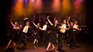 Mira Ormala på scen i musikalen You won't Succeed on Broadway.
