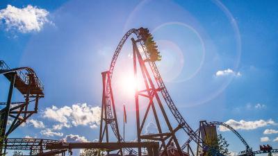 Bild på Borgbackens nya åk Taiga mot en klarblå himmel