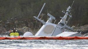 Fregatten Helge Ingstad har så gott som sjunkit.