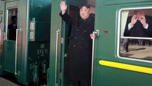 Kim Jong Un stiger på tåget i Pyongyang för att åka till Vietnam 23.2.2019