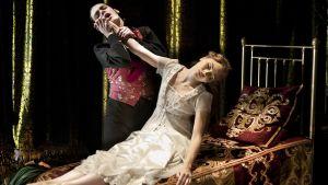 Adam Maskell ja Hannah Vassallo baletissa Prinsessa Ruusunen