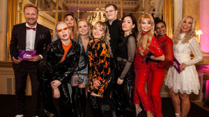 UMK-finalistit yhdessä juontajien kanssa. Vasemmalta oikealle: Mikko Silvennoinen, F3M-yhtyeen Baby O, Catharina Zühlke, Sansa, F3M:in Baby O, Aksel Kankaanranta, F3M-yhtyeen Miara, Erika Vikman, Tika, Krista Siegfrids.