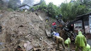 De flesta av de bekräftade  29 dödsoffren i Filippinerna omkom i jordskred