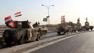Irakiska regeringsstyrkor intog både Kirkuk och omkringliggande oljefält under måndagens och tisdagens lopp