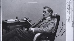 Kasimir Leino läser