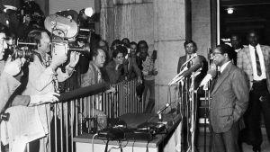 Robert Mugabe håller en presskonferens i Genève 1976