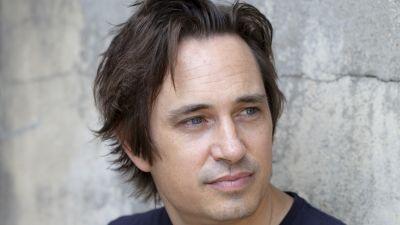 profilbild av den australiensiska författaren Trent Dalton