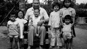 Röda khmerernas ledare Pol Pot med barn